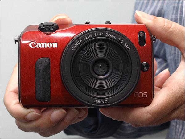 Canon Eos M rouge