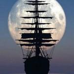 Navire nuit de pleine lune