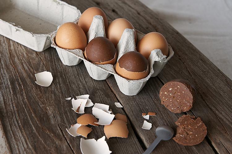 Le véritable oeuf coquille chocolat pour Pâques