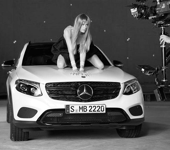 Un ange de Victoria Secret devient l'égérie de Mercedes-Benz